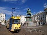 Place Royale, tramvaj u sochy Godefroye z Bouillonu