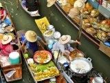 Plovoucí trh v oblasti Damnoen Saduak