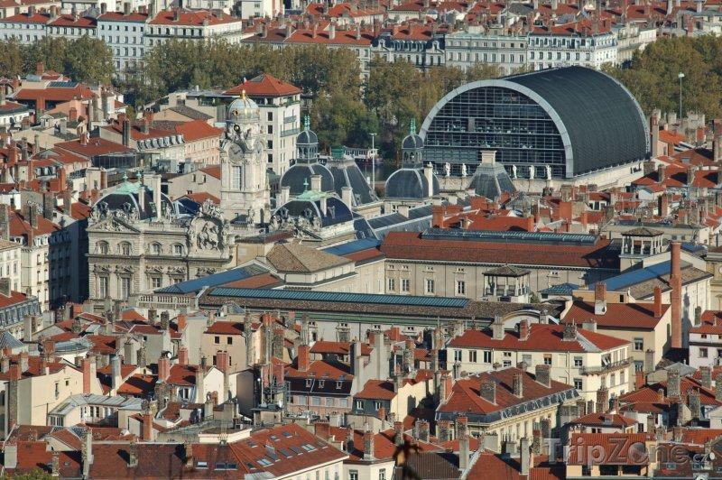 Fotka, Foto Pohled na město, vlevo radnice, vpravo opera (Lyon, Francie)