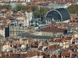 Pohled na město, vlevo radnice, vpravo opera