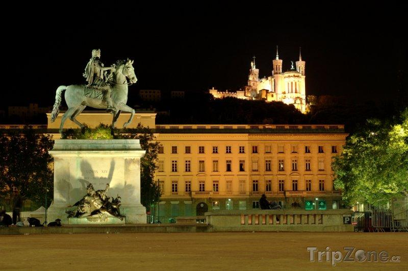 Fotka, Foto Socha Ludvíka XIV. na Place Bellecour (Lyon, Francie)