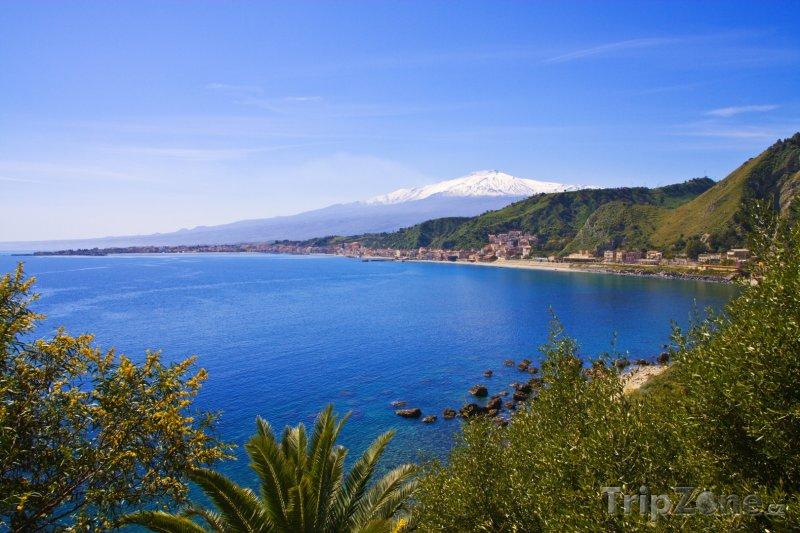 Fotka, Foto Taormina, pohled na Etnu (Sicílie, Itálie)