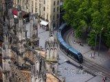 Tramvaj u katedrály Saint-André