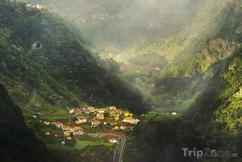 Fotka, Foto Vesnice ve vnitrozemí (Madeira, Portugalsko)