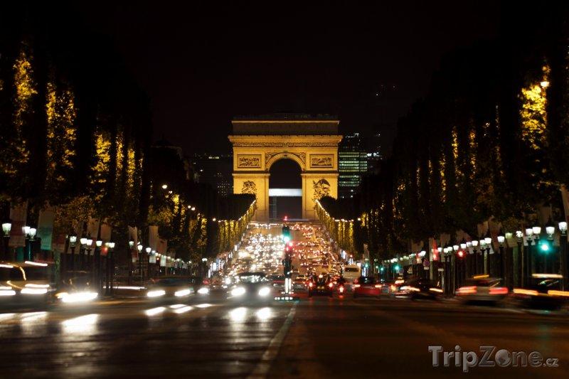Fotka, Foto Vítězný oblouk na Champs-Élysées (Paříž, Francie)