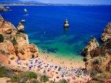 Algarve - pláž se skalisky