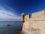 Andalusie - historické opevnění v Cadizu