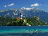 Bledské jezero pod hřebeny Julských Alp