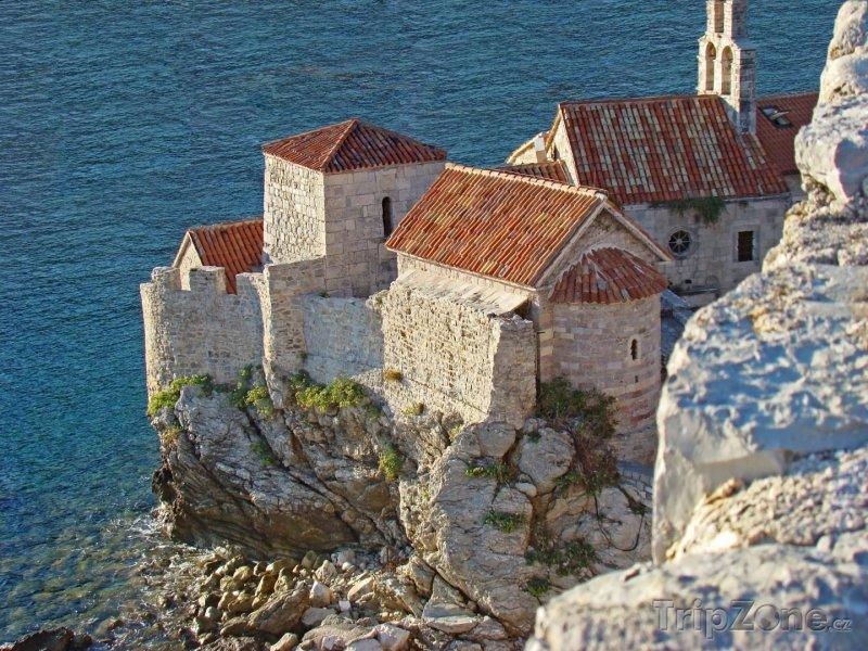Fotka, Foto Budva, dům na útesu nad mořem (Černá Hora)