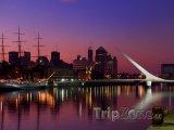 Buenos Aires, přístav Puerto Madero v noci