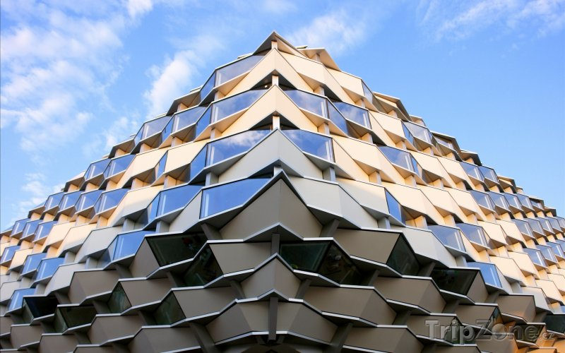 Fotka, Foto Futuristická budova z Expa 2008 v Zaragoze (Španělsko)