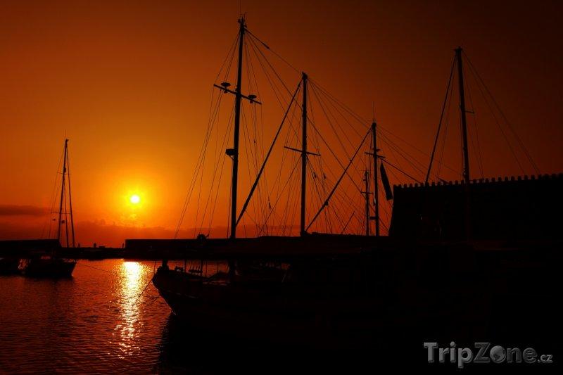 Fotka, Foto Heraklion - západ slunce nad přístavem (Heraklion, Řecko)