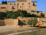 Hrad Tamarit na pobřeží
