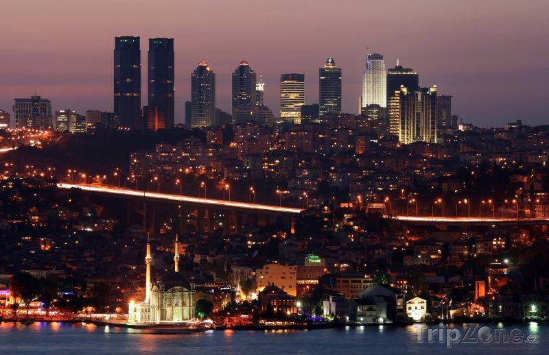 Fotka, Foto Istanbul - pohled na město v noci (Turecko)