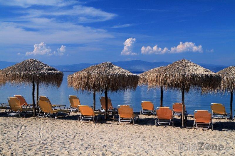 Fotka, Foto Kos, lehátka a slunečníky na pláži (Kos, Řecko)