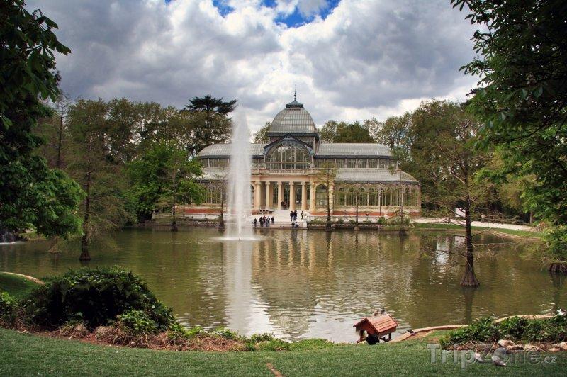 Fotka, Foto Křišťálový palác (Palacio de Cristal) v parku Buen Retiro (Madrid, Španělsko)
