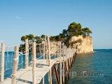 Lávka na ostrůvek Agios Sostis