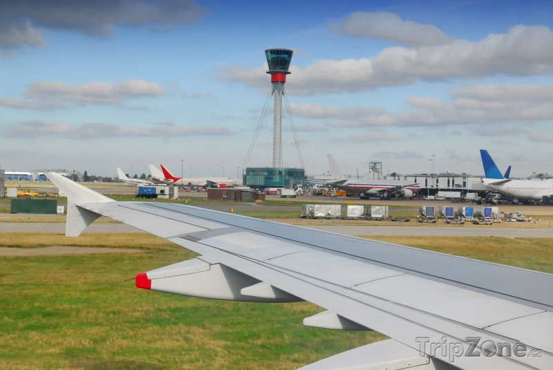 Fotka, Foto Letadla na letišti Heathrow v Londýně (Londýn, Velká Británie)
