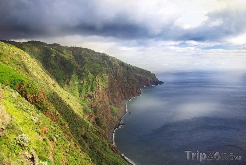 Fotka, Foto Madeira - pohled na útes (Madeira, Portugalsko)