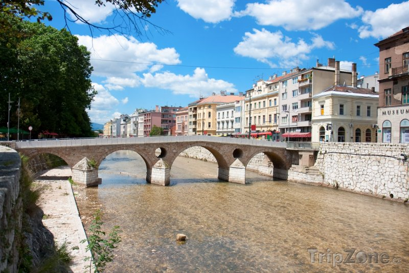Fotka, Foto Most přes řeku Miljacku (Sarajevo, Bosna a Hercegovina)