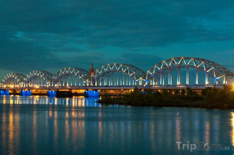 Fotka, Foto Noční scenérie hlavního města Riga (Lotyšsko)