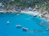 Ostrov Skiathos, lodě u pláže