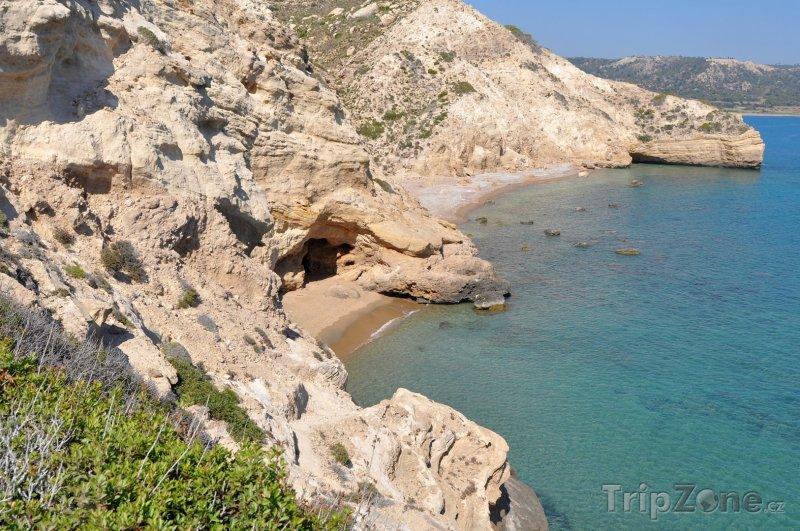 Fotka, Foto Rhodos, jeskyně na pobřeží (Rhodos, Řecko)