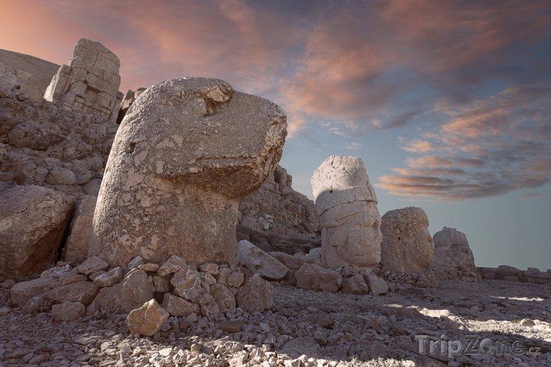 Fotka, Foto Sochy v pohoří Nemrut (Turecko)
