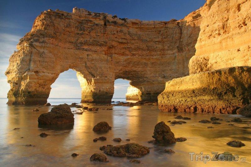 Fotka, Foto Algarve, skalní útvary na pobřeží (Portugalsko)