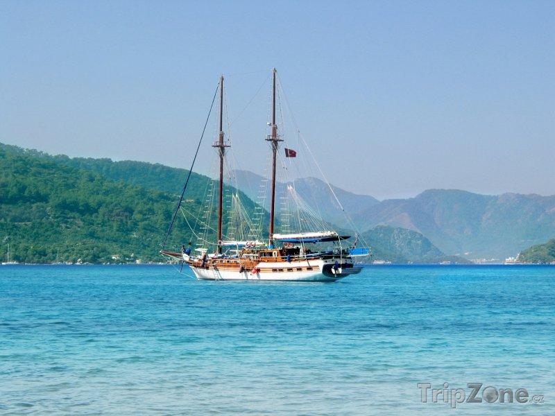 Fotka, Foto Antalya - jachta u pobřeží (Turecko)