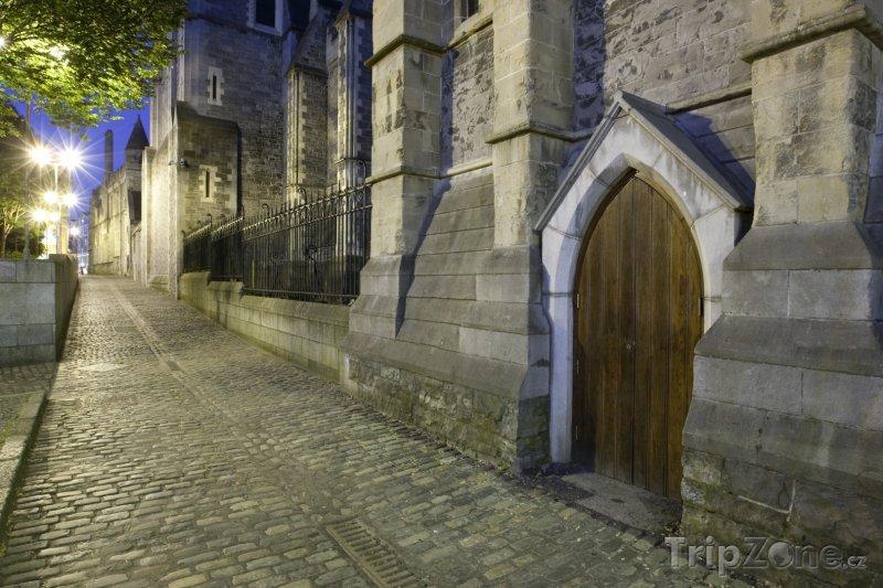 Fotka, Foto Boční dvířka do dublinské katedrály Nejsvětější Trojice (Dublin, Irsko)
