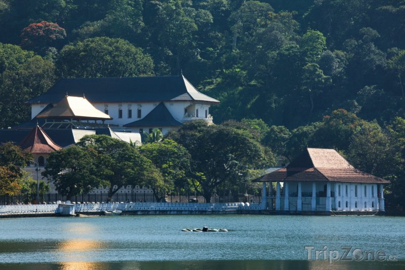 Fotka, Foto Buddhistický chrám Temple of the Tooth (Srí Lanka)