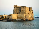 Castel dell'Ovo v Neapoli