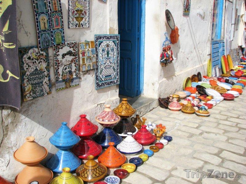 Fotka, Foto Djerba, nádobí a kachlíčky na pouličním trhu (Tunisko)