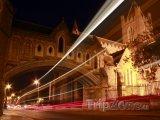 Dublin, noční provoz kolem katedrály