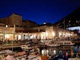Dubrovnický přístav v noci