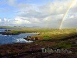 Duha nad irským pobřežím