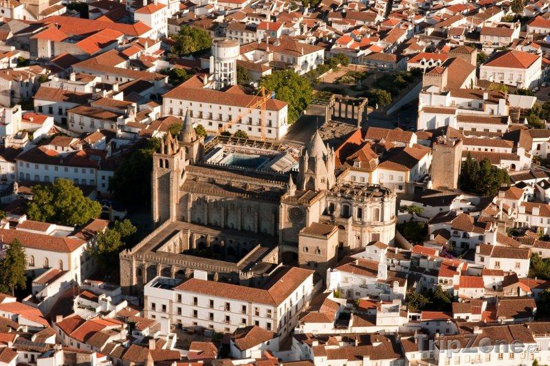 Fotka, Foto Évora, pohled na město (Portugalsko)