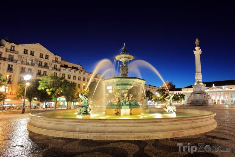 Fotka, Foto Fontána na lisabonském náměstí Rossio (Lisabon, Portugalsko)