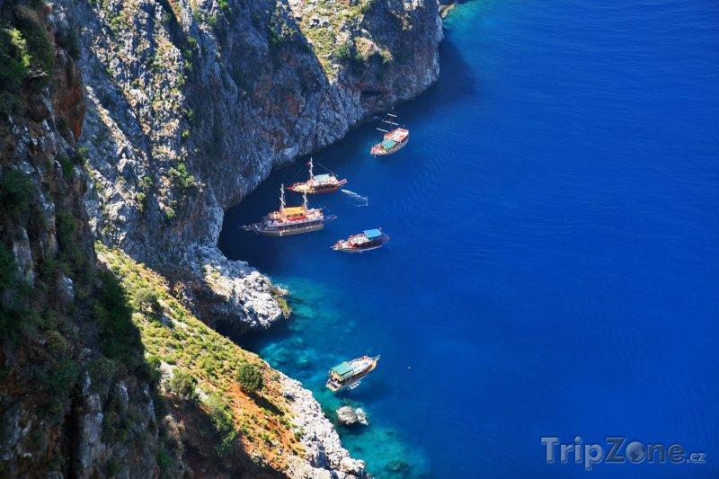 Fotka, Foto Jachty u útesů Alanye (Turecko)