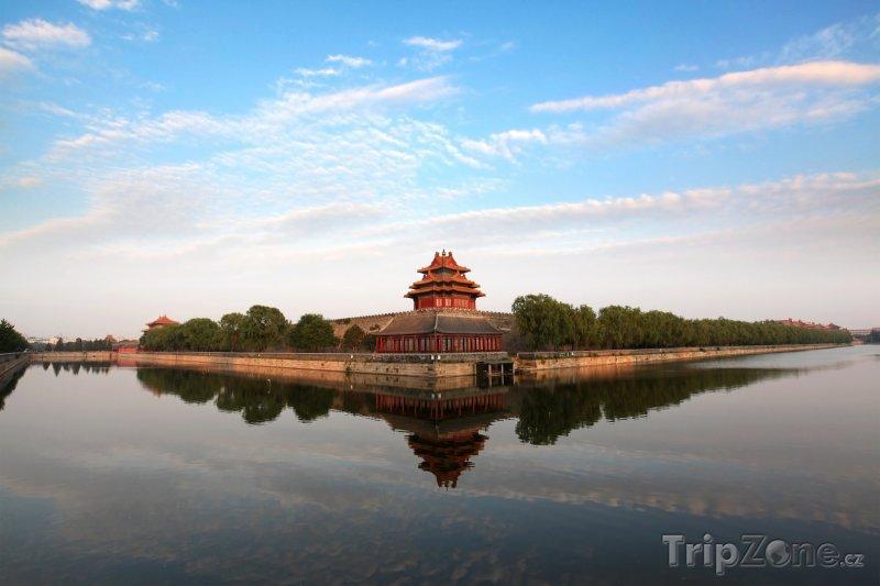 Fotka, Foto Jedna z věží zakázaného města v Pekingu (Čína)