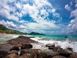 Kamenité pobřeží Phuketu