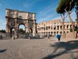 Konstantinův oblouk před Koloseem