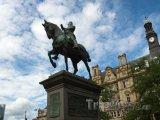 Leeds, jezdecká socha na City Square