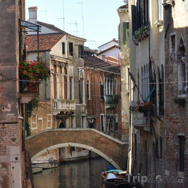 Fotka, Foto Pohled na jeden z benátských kanálů (Benátky, Itálie)