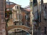 Pohled na jeden z benátských kanálů