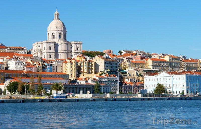 Fotka, Foto Pohled na Národní pantheon z řeky Tejo (Lisabon, Portugalsko)