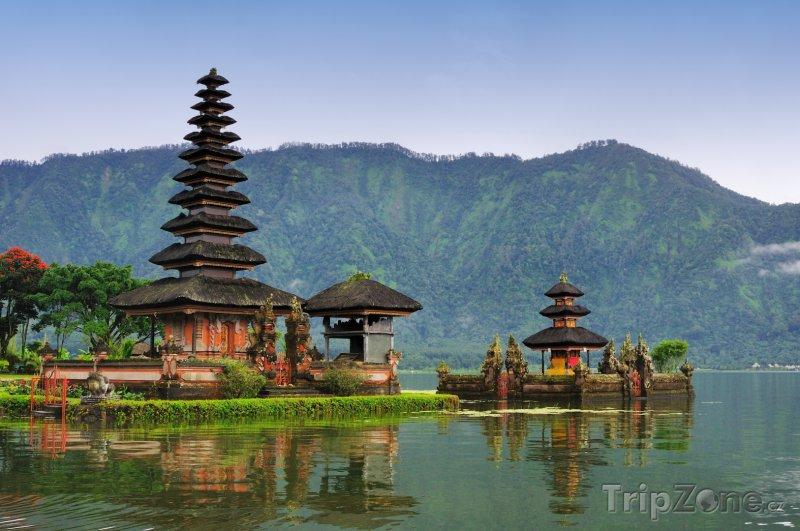 Fotka, Foto Pomník Pura Bratan na ostrově Bali (Indonésie)