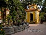 Pomník v chrámu Tran Quoc Pagoda v Hanoji