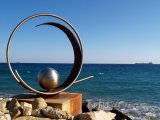 Socha na pobřeží Limassolu